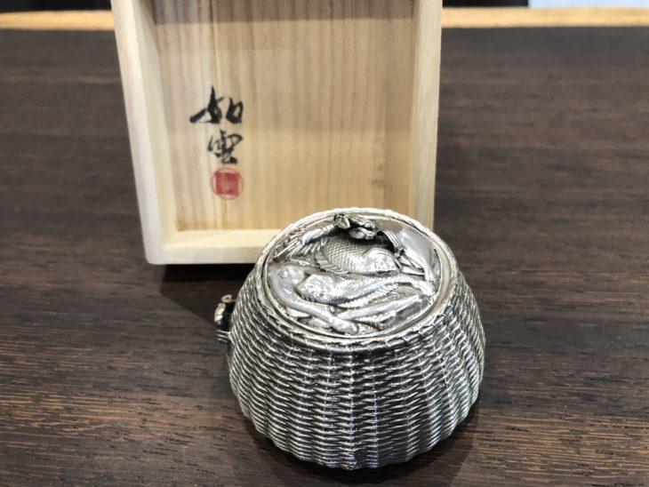 大島如雲作 『銀製 魚籠』をお買取りさせて頂きました。