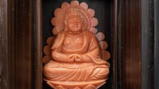 『桃珊瑚 阿弥陀仏像』をお買取り致しました。