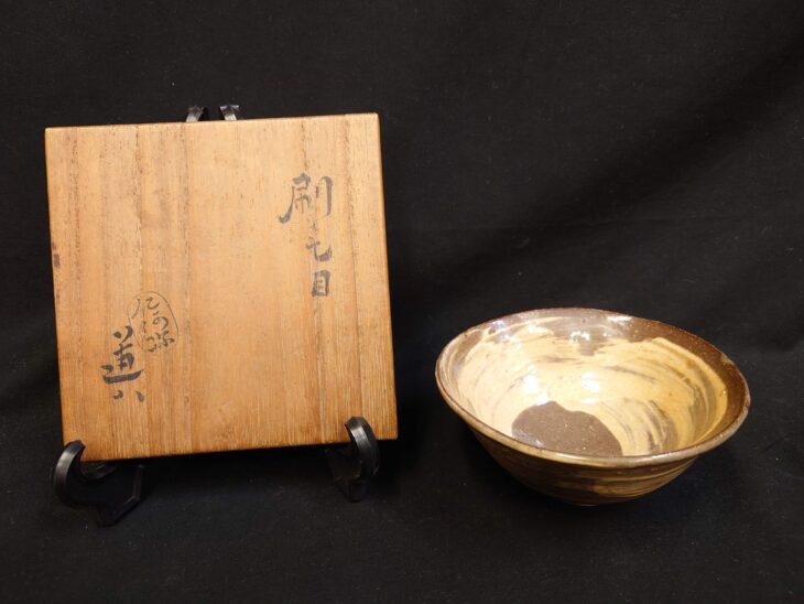 仁阿弥道八「刷毛目茶碗」をお買取り致しました。