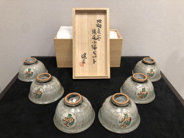 島岡達三 作『地釉象嵌縄文小鉢セット』をお買取りさせて頂きました。